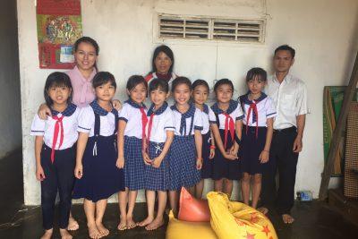 Liên Đội Tô Hiệu tặng quà địa chỉ nhân đạo tại thôn Trung Hòa xã Ea Tih